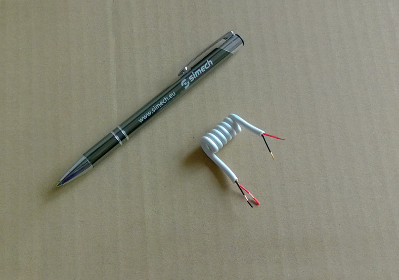 Krótka spirala - kabel spiralny z długopisem dla skali
